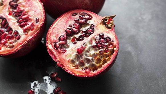 Pomegranate is a fall superfood-try it with this delicious beauty food smoothie